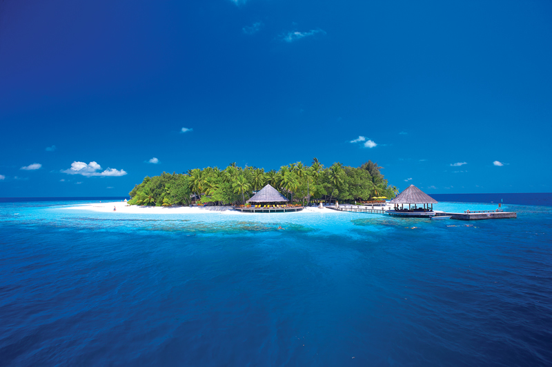 luxury-maldives-honeymoon-Hi_ANMVMI_27798166_ANMI_AMI_Ariel_View_of_round_island_HR-1