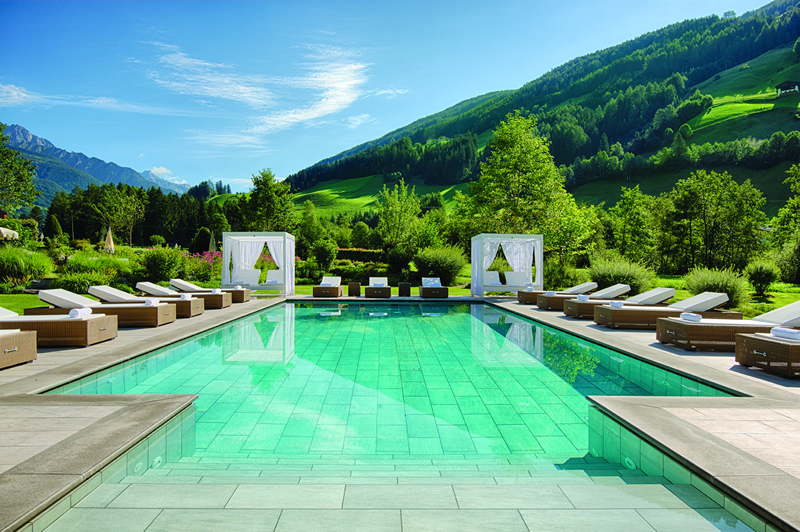 6. Classic Collection - Alpenpalace Deluxe Hotel