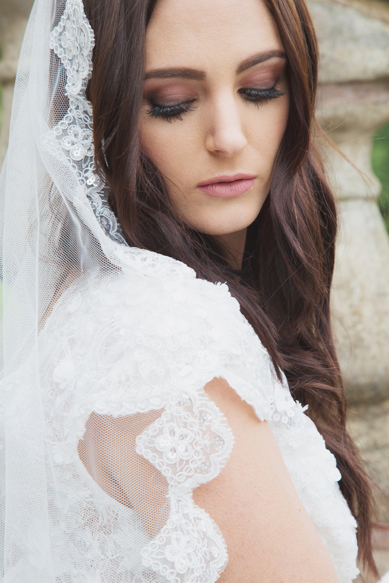 Laurel Lime Advertorial Mantilla Veil image 2