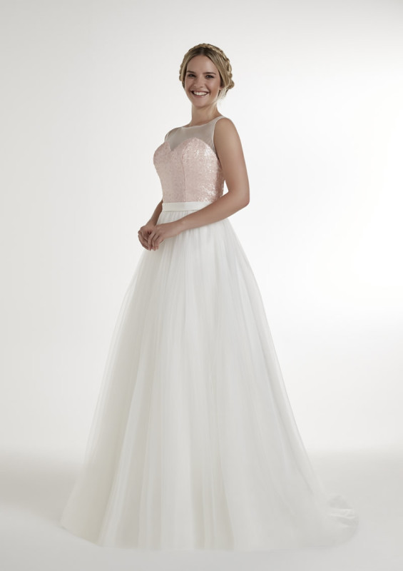 The new Pure Bridal collection from Romantica is simply beautiful