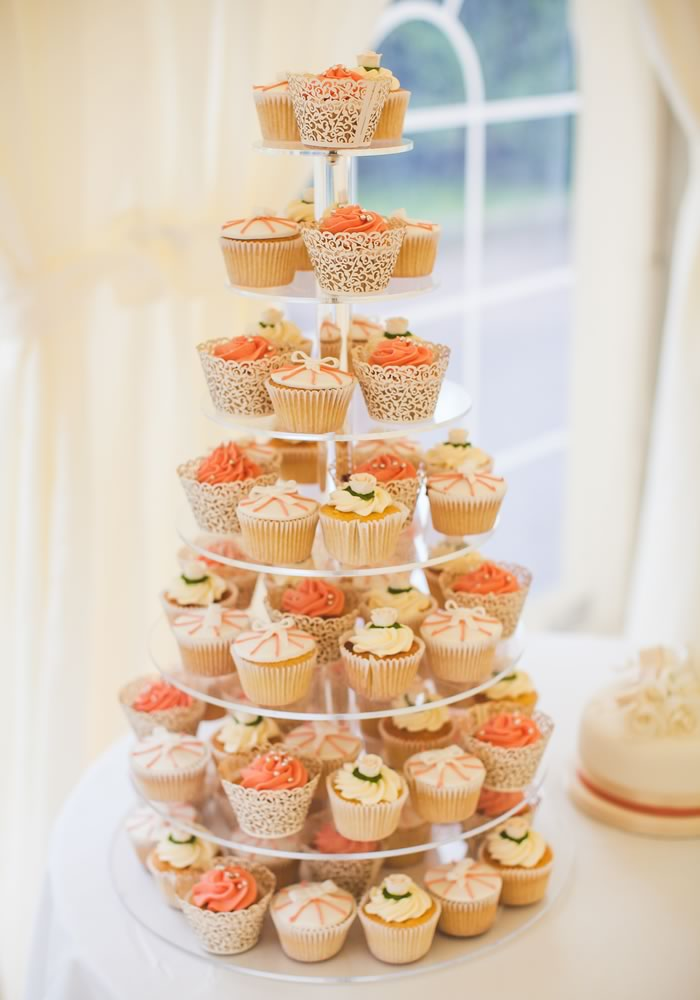 5 alternative wedding cake ideas for your big day - ditch the boring fruit cake for something you (and your guests) will really love! Click here for the ideas