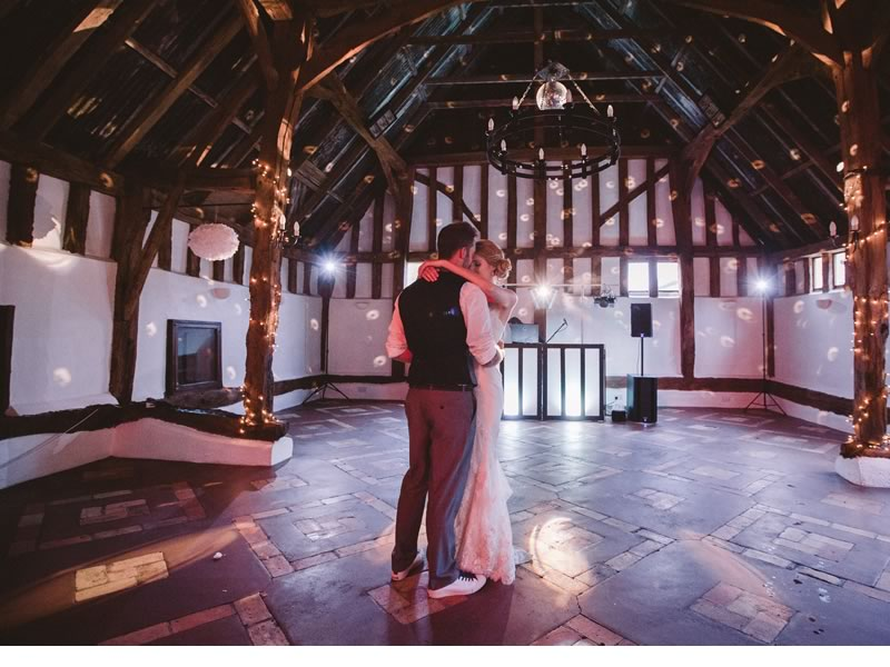 5 top tips on how to choose your first dance song