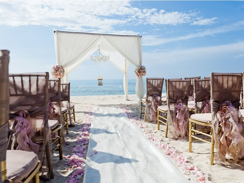 With locations around the world and unparalleled service, we love Perfect Weddings Abroad for your dream destination wedding day, your way! Click to find out more and start planning your wedding abroad!