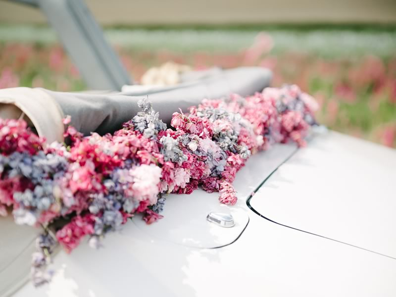 Looking for ways to use confetti after you've captured that perfect confetti moment photo? Here's how to add it to your decor, inspired by Shropshire Petals. Find out how to use confetti on your big day on the Wedding Ideas website!