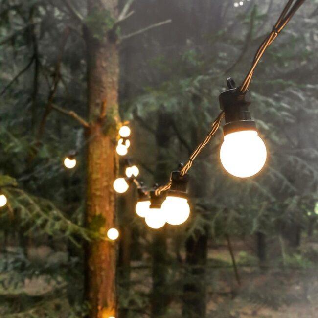 bohemian-details-fairy-lights-wedding