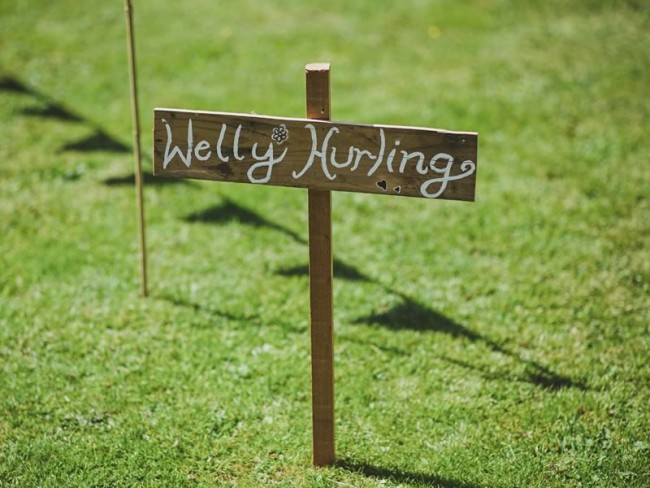 Wedding receptions are often filled with outdoor garden games and entertainment, but which ones should you choose? Here are our top 6 picks for maximum fun at your wedding reception! Find out on the Wedding Ideas website!