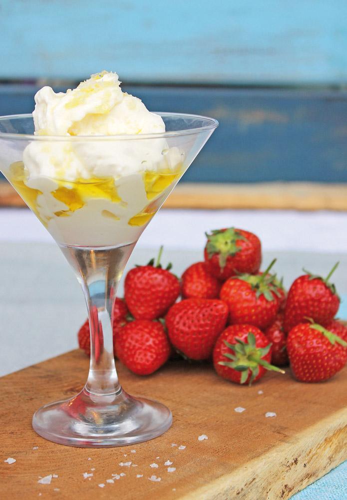 KempandKempcatering.co.uk Italian Food - Gelato and Strawberries (2)