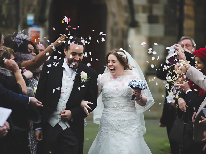 Be inspired by this navy and white November wedding, including a brooch bouquet and half and half four-tier wedding cake!