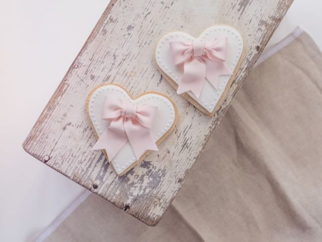 Great British Bake Off's biscuit week has us inspired, so we bring you nine reasons to love wedding biscuits (and ways to use them!)