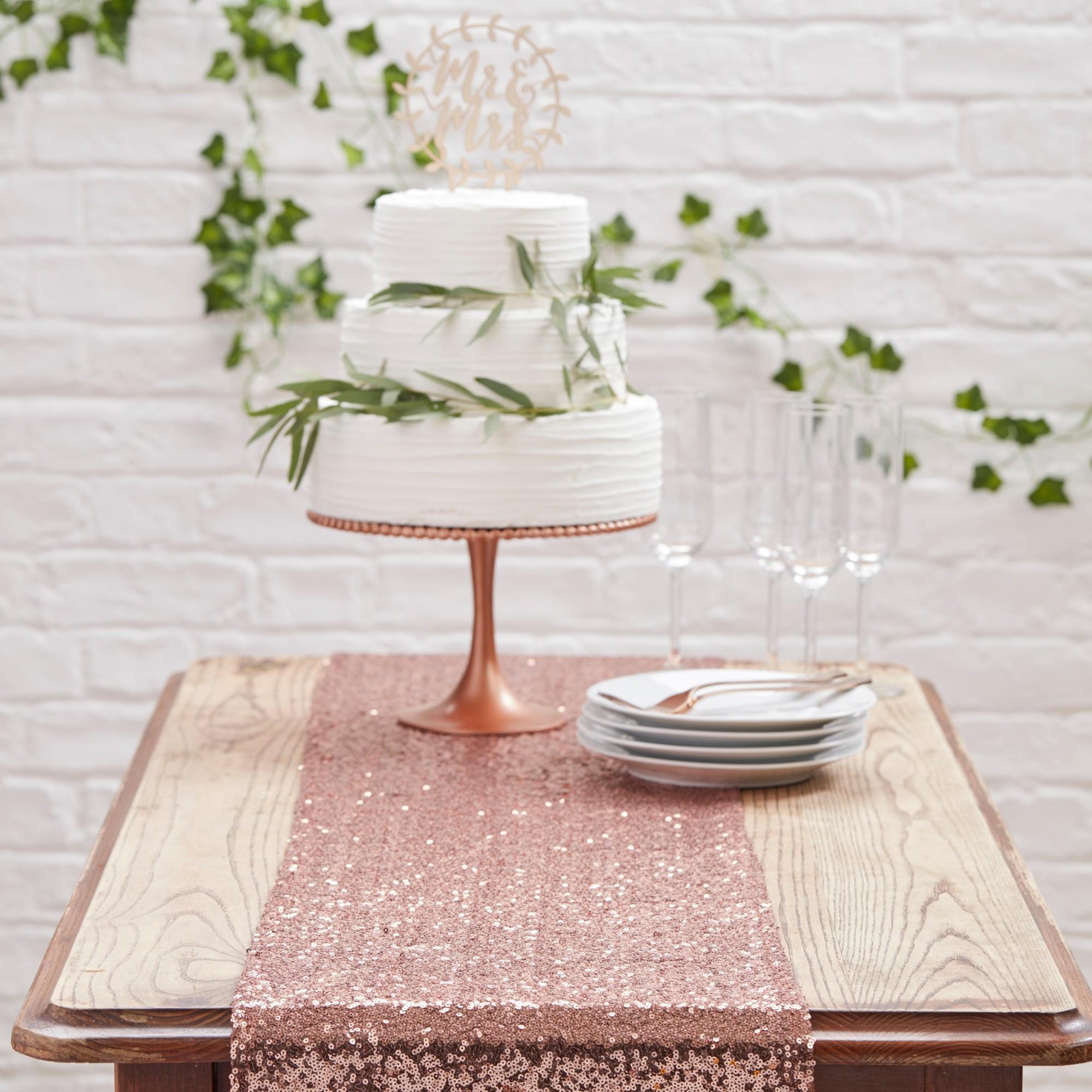 Best Winter wedding decor ideas: Sequin rose gold runner