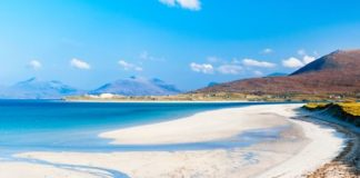 Planningmoon, minimoon or honeymoon - whatever your choice, Discover Ferries share the most secluded, romantic and stunning beaches for you to sail away to!
