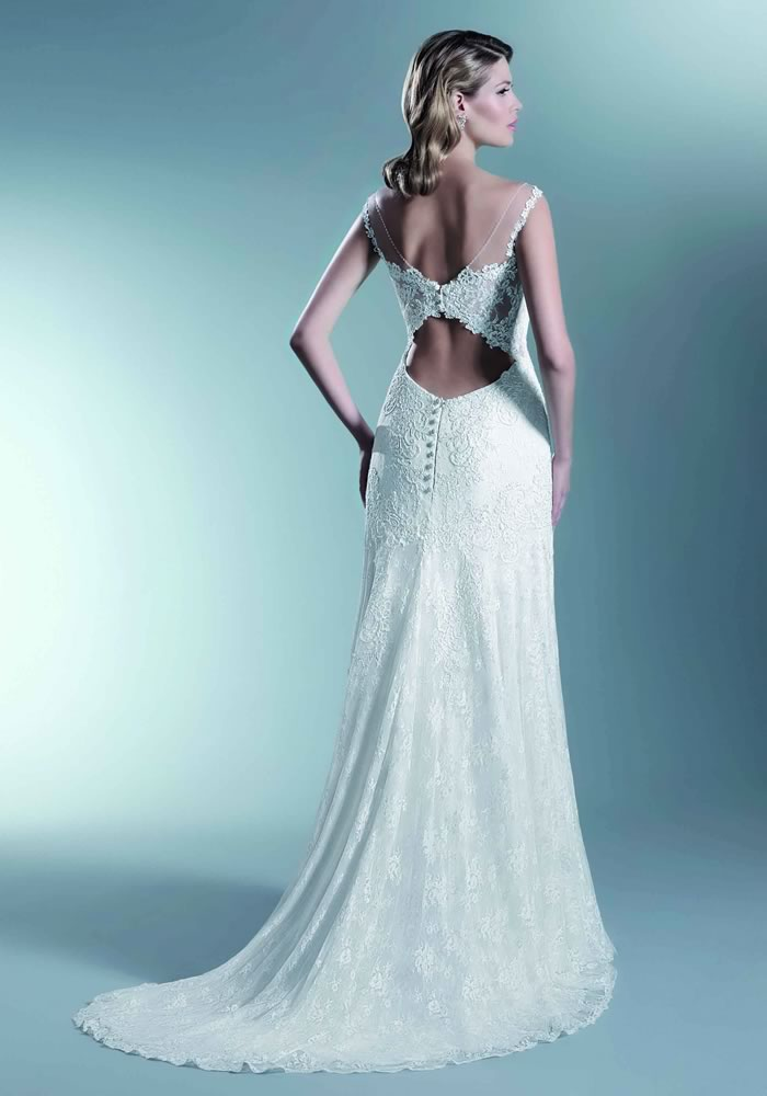 These 9 wedding dresses are definitely bringing sexy back - subtle and sophisticated, these stylish gowns have beautiful backs without baring everything!