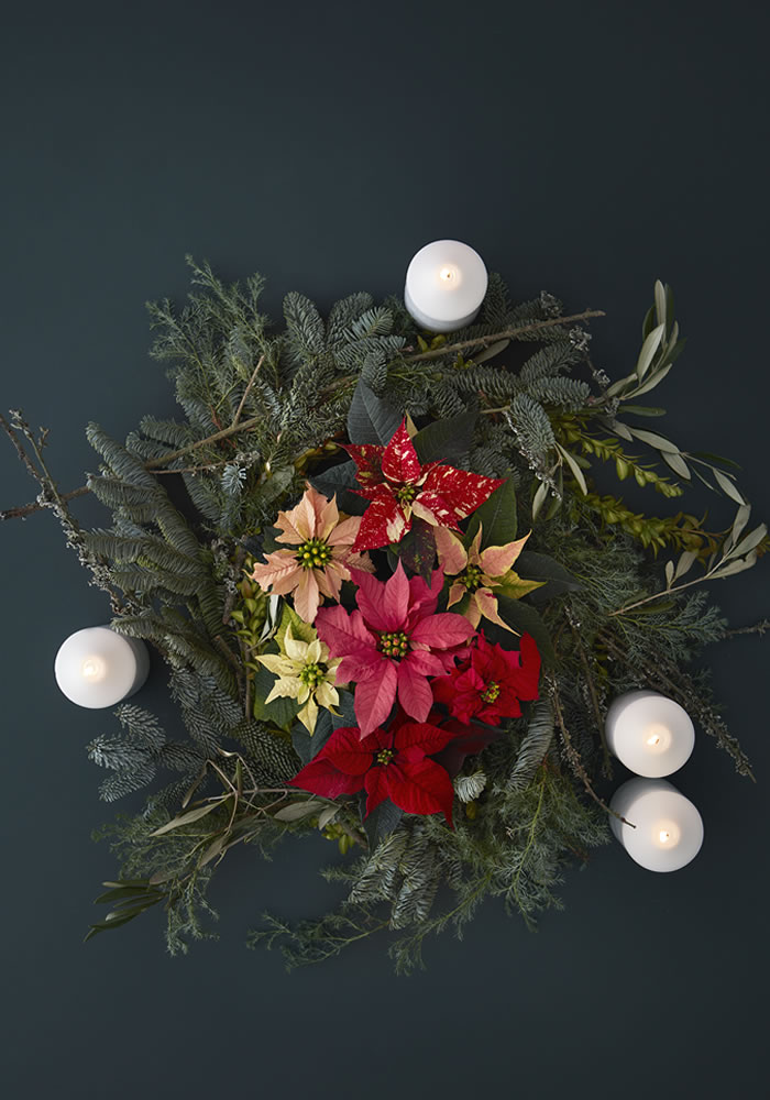 wreath table setting for Christmas wedding DIY decor ideas with Poinsettia