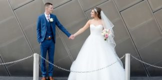 A stylish Salford Quays wedding that combines all things city chic with feminine vintage styles to give it a modern twist! Be inspired by this real wedding