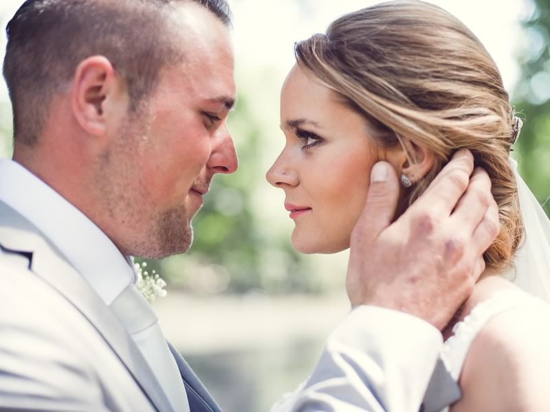 With so many products, DIY and professional options and styles available, how do you know what bridal makeup will look best on you? These tips will help