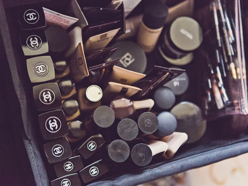 Because we like to make sure that everyone is covered, for brides with darker skin tones you will love our must-have make-up list of essentials!