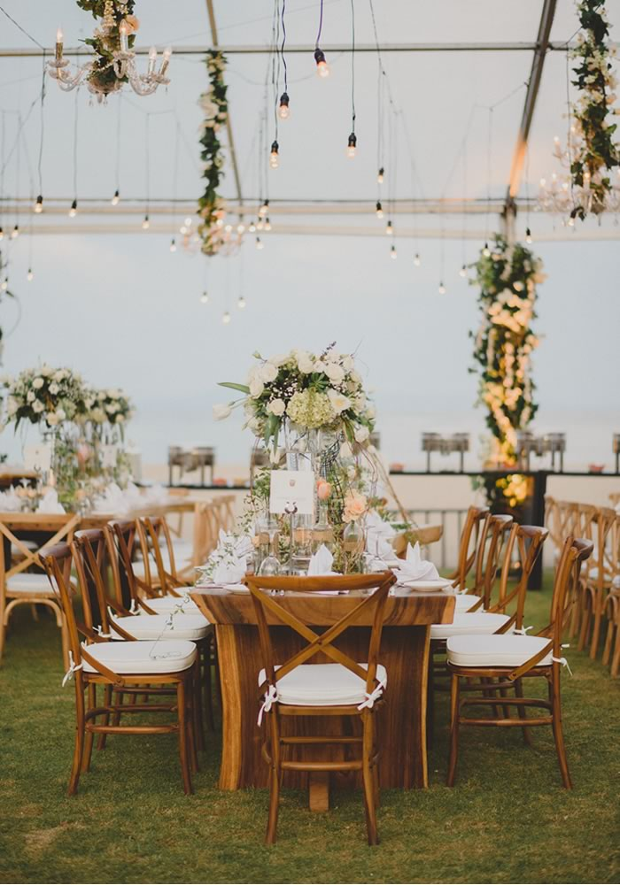 Don't have your wedding theme ruined by forgetting to put up the decorations! These 5 tips to get your venue ready on your wedding day have you covered