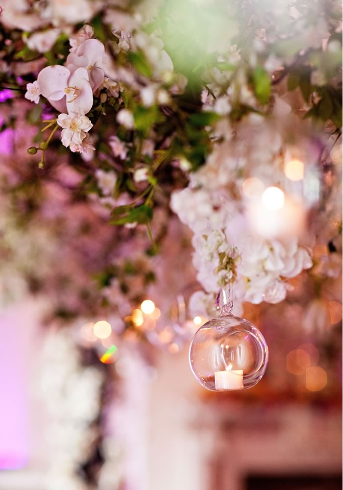 For a truly incredible wedding, look to show-stopping florals for your finishing touches! Hang them, add them to chandeliers, to the tops of your tables...