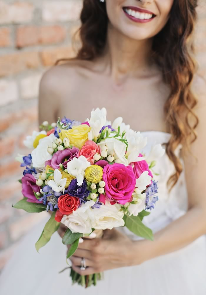 This vintage wedding is a colourful handmade masterpiece that is guaranteed to inspire you! Bright, bohemian colours and the best DIY decor ever...