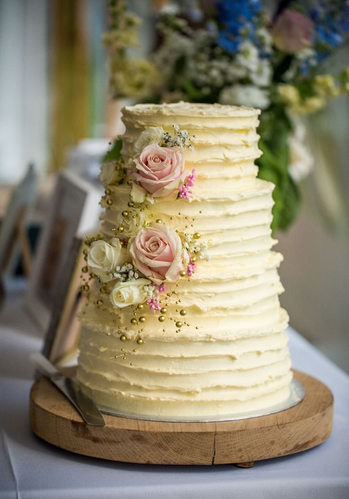 Save Money On Your Wedding And Diy Cake Whether You Luxury Iced Tiers