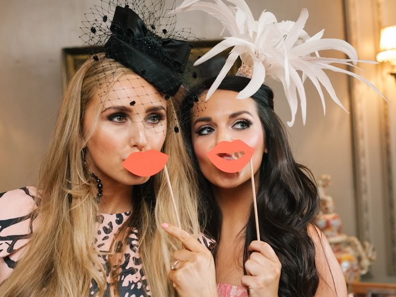 How to make a DIY photobooth in four simple steps for a fun-filled, snap happy wedding that all your guests will remember!