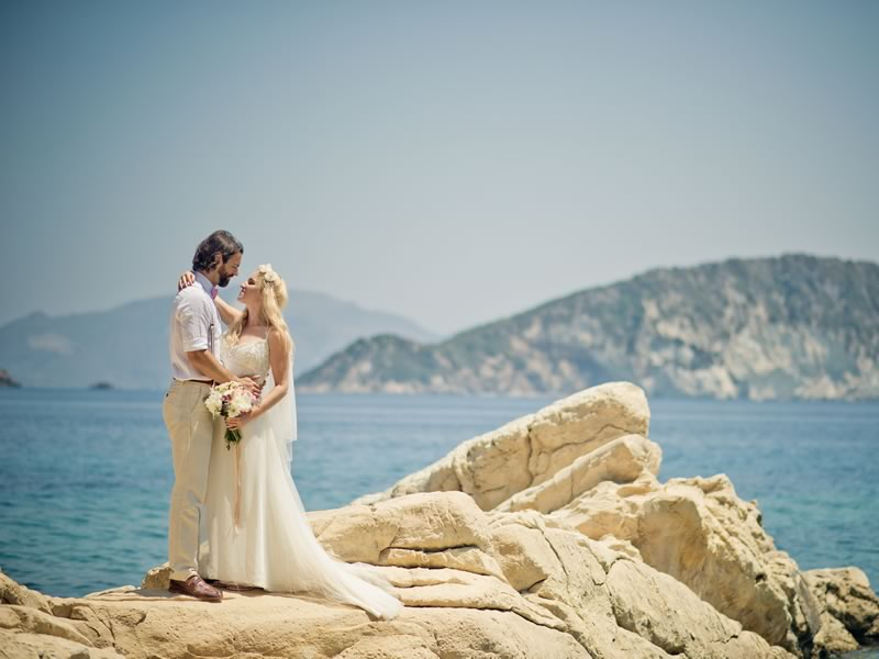 Whether you're heading for the beach, the mountains or a chic city destination, here's how to plan your dream destination wedding in 7 simple steps.
