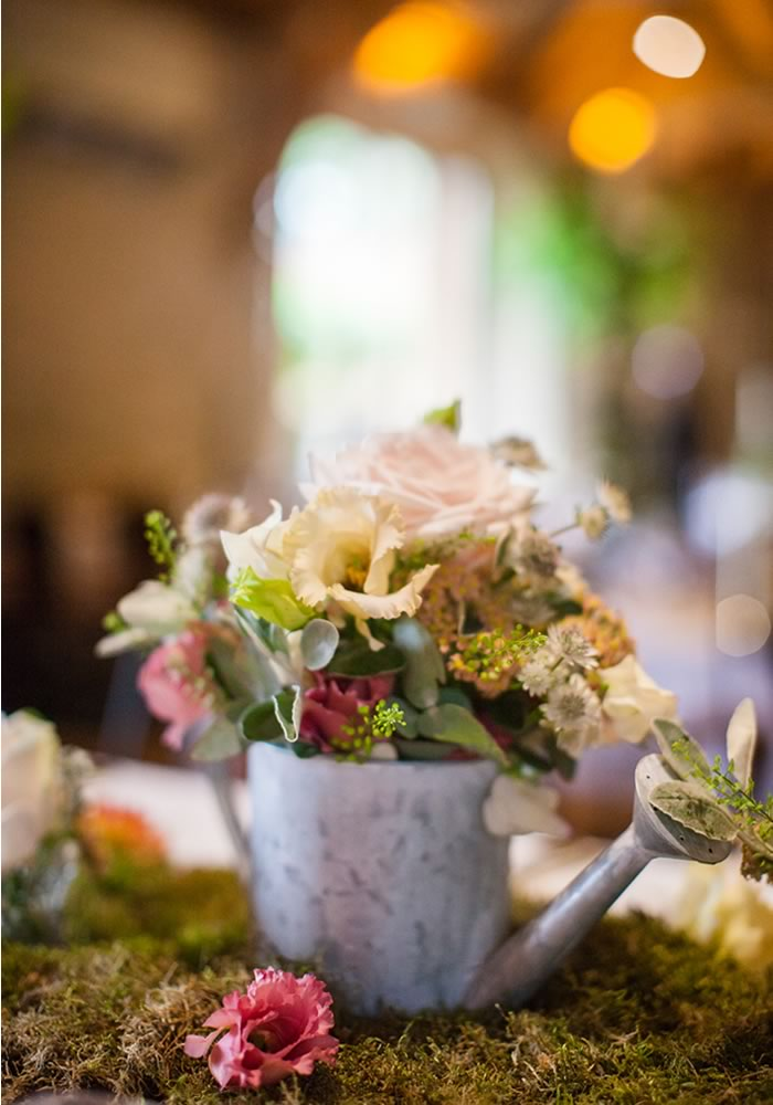 Evocative, rustic and bohemian, the most fashionable of couples are featuring greenery in their wedding... will you do it too?
