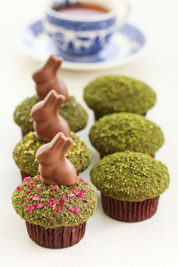 Pinterest: Pistachio dusted cakes to mimic grass provide the perfect platform for these chocolate easter bunnies. The kids will love them!