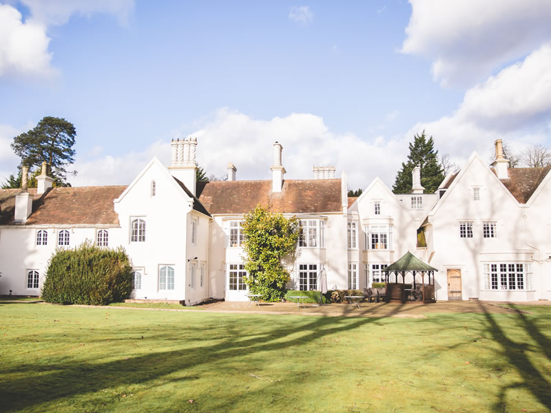 Let Silchester house inspire your need for country house glamour and plenty of vintage country table decor ideas with a fairytale twist