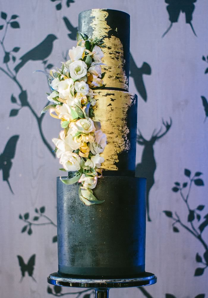 Inspired by the drama of the 1920s Gatsby era, inject the bold and chic tones of black and gold into your wedding colour scheme for glamorous wedding decor