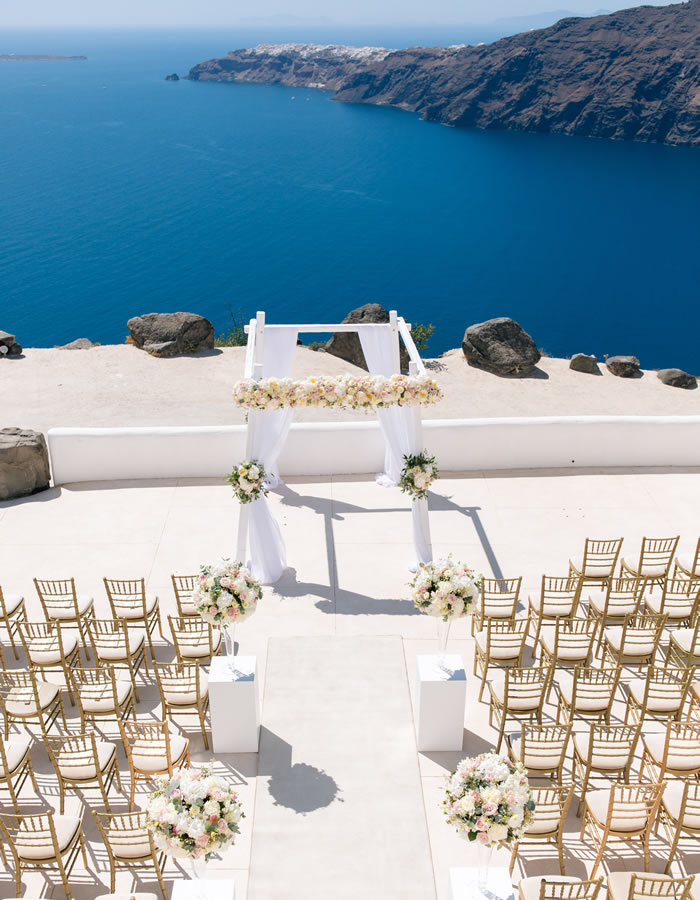 Rope in the expertise of Naido Weddings in Greece and watch your Greek Island destination wedding dream turned reality, unfurl before your eyes!