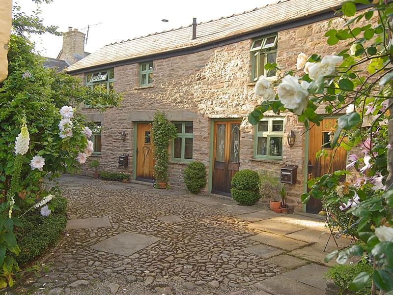 Mini-moon couples seeking serenity will love Hideaways in Hay: three beautiful, ethereal and uber-romantic abodes tucked away in the middle of Hay-on-Wye!