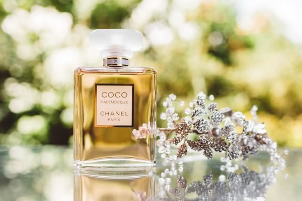 Scents bring back so many memories, so choosing the right wedding perfume is essential not just for the big day but forever after too! Here's how to nail it