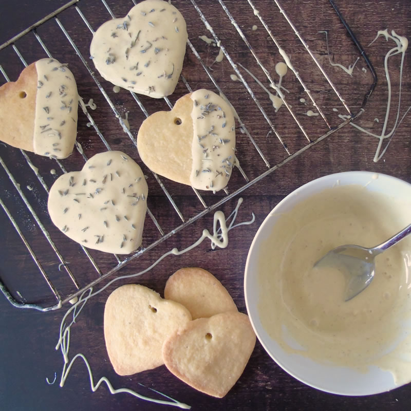For baking brides try a hand at these edible DIY favours that are super easy to make and can be baked with lavender from your own garden!