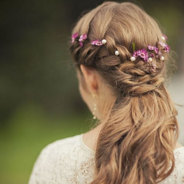Wedding Hair Accessories: Your Guide to Bridal Hair Accessory Ideas flowers in hair