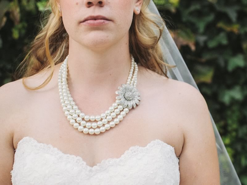 Unique, timeless and exquisitely beautiful, why not make buying your wedding jewels easy by choosing vintage jewellery? Expert tips to find out how...