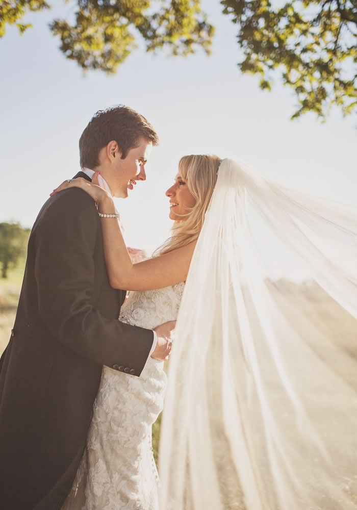 Are the nerves kicking in? This guide will help you to keep calm on your wedding day so that you can relax and enjoy the best day of your lives yet!