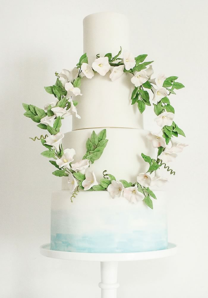 Find out where these wedding cakes come from and the traditions behind them, PLUS choose the prettiest and most delicious one for you with our guide!