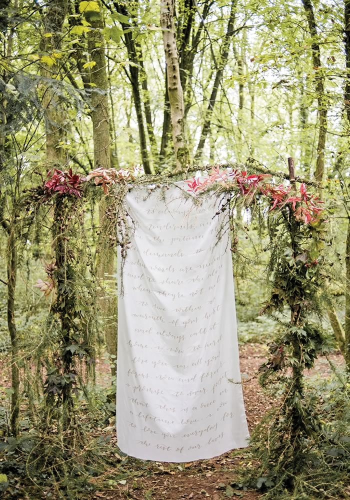 Want to have a decadent wedding packed full of rustic charm? You will LOVE this boho woodland wedding styled shoot, which shows you how to do it...