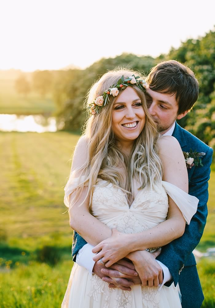 Ready to perfect your Pinterest skills and become the Instagram queen? Here's how to use social media for all kinds of ideas as you plan your wedding
