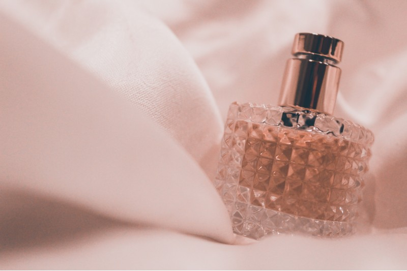top-wedding-day-perfumes-worn-by-real-brides
