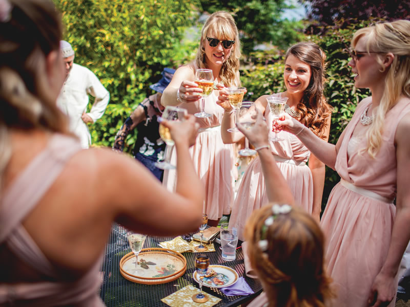 Top tips and entertainment ideas from professional introducer, Rachel Fay, will aid you to help wedding guests mingle in no time!