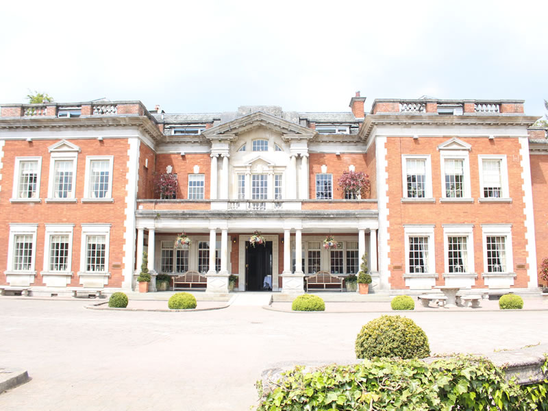 Taking advantage of late availability wedding venues doesn't need to be frowned upon - it can be a fantastic way to bag a bargain for your dream day: Eaves Hall