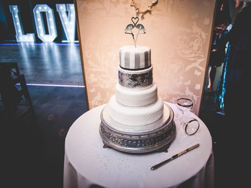 Do you LOVE the stylish extravagance of the Great Gatsby era? Channel 1920's Art Deco wedding style with this couple's real-life ideas!