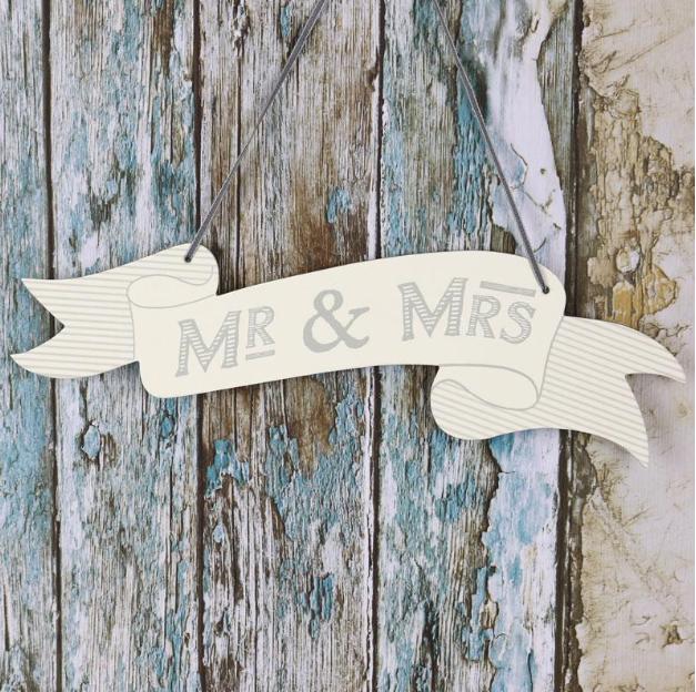 Mr&MrsRibbonSign