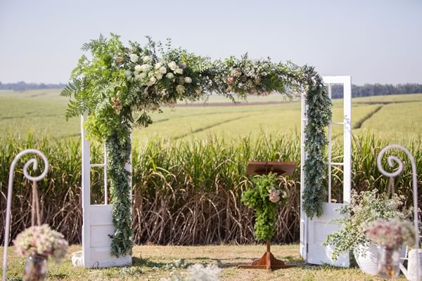 30 Summer Wedding Ideas too Good to miss flower arch