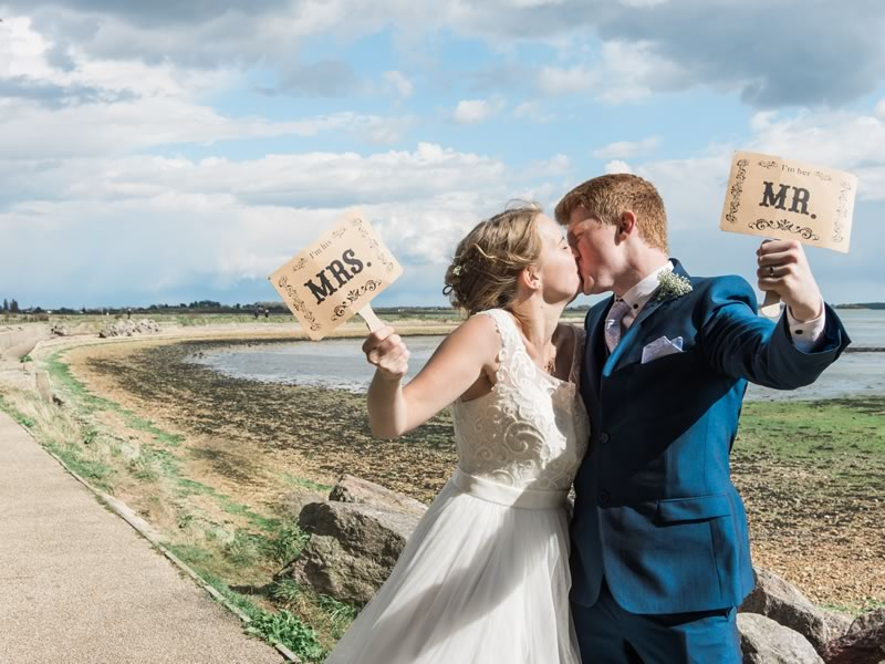 This couple created a beautiful DIY wedding, featuring rustic details and a timeless navy colour scheme. Brilliant ideas for tying the knot on a budget...