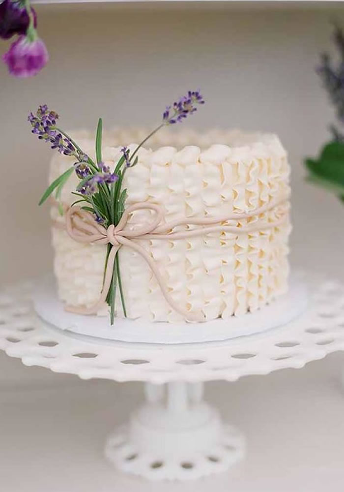 Wedding-worthy Cake Trends: Piped Ruffles