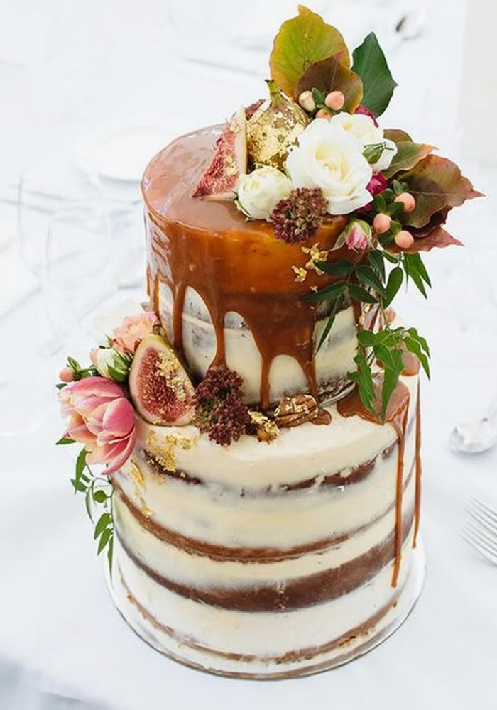 Caramel drip cake wedding with flowers and figs