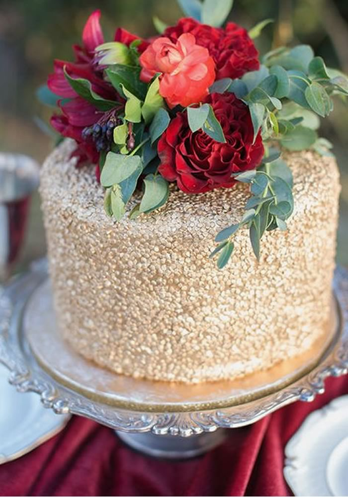 Gold textured wedding cake with red roses